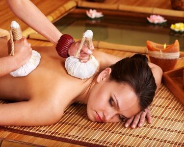 Massagem com Pindas Aromáticas