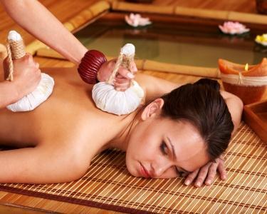 Massagem com Pindas Quentes no Chiado