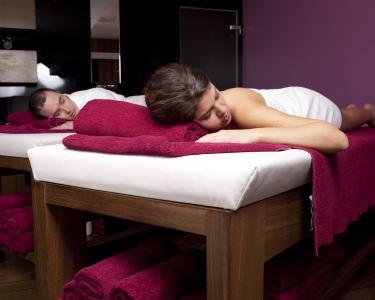 Massagem de Corpo Inteiro de Óleos Essenciais e Aromas para Dois
