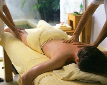 Massagem a Quatro Mãos com Oliva, Lavanda ou Hortel��-Pimenta | 40 Min.