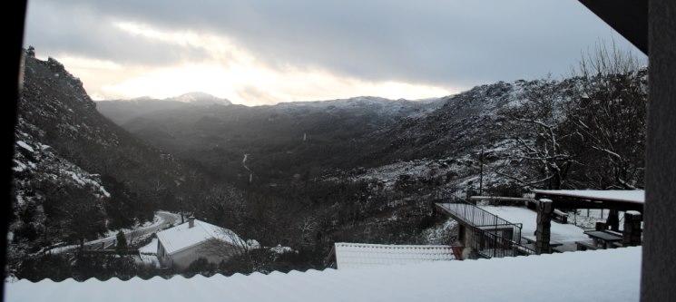 Inverno Único no Gerês! 2 Nts c/ Passeio de Raquetes de Neve no Miradouro do Castelo