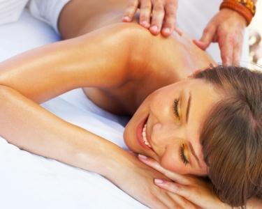 Massagem de Óleos Essenciais Aquecidos & Chá | 40 Minutos