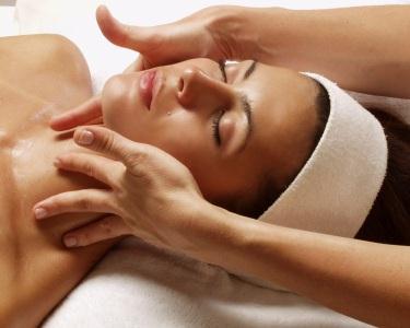 Peeling Facial + Hidratação Profunda + Head massage