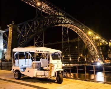 Passeio de TukTuk para  Dois  & Degustação de Vinho do Porto