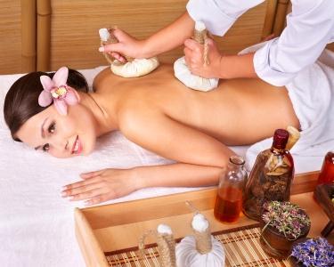 Massagem Coluna com Pindas Aromáticas | 30 min