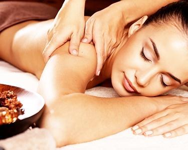 Massagem Exotic Oriental: Ayurvédica OU Bambuterapia Ou Shiatsu com Chá e Bombons