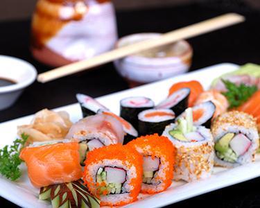 40 Peças Sushi + 2 Temaki & 2 Fluts de Champanhe | Mediactico