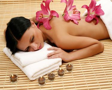 Massagem Óleos Essenciais ou Tratamento Rosto Pós Solar   1h