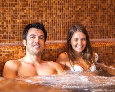 Programa Perfeito: Jacuzzi c/ Vinho & Uvas & Massagem Vinoterapia a 2