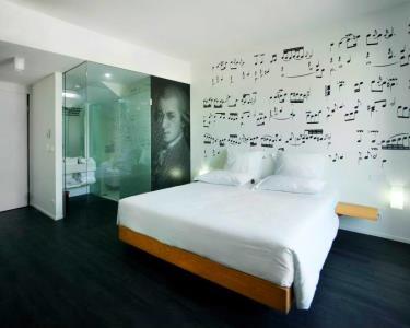 Noite Hotel 4* em Quarto high-Tech + Tábua Regional&Vinho + Espumante