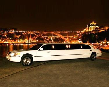 A oferta ideal para a sua passagem de Ano ou Festa de Aniversário | Serviço de Limousines