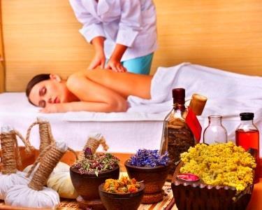 Massagem Terapêutica com Óleos Essenciais by Holmes Place