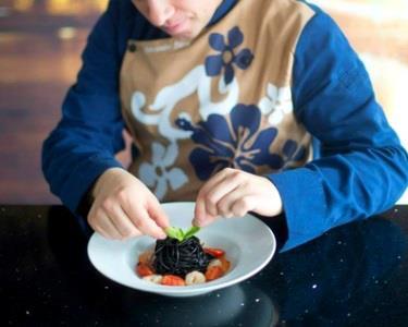 Jantar Romântico em sua casa pela mão de um Chef de Cozinha e Garçon!