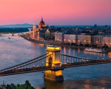 Passeio por Budapeste   2 Noites em Hotel 3* + Citytour + Cruzeiro