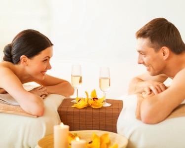 Massagem Casal com Vela de Ouro & Champanhe e Bombons