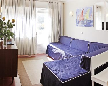 2 Noites em Apartamento na Praia das Maçãs   Sintra
