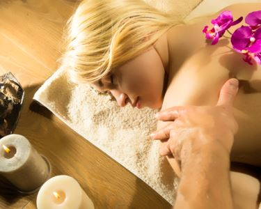 Massagem Óleo Essencial de Laranja / Canela Quente 50min | Avenida da República