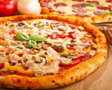 Buffet + Rodízio de Pizzas + Sangria de Espumante & Música ao Vivo
