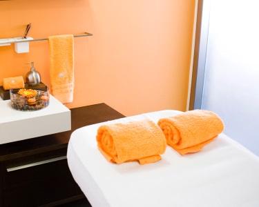 Relax Massage & Welcome Tea | OneSpace