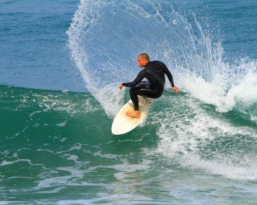 Baptismo de Surf para 1 ou 2 pessoas | Viva esta Paixão com a Onda Magna