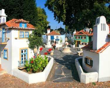 Noite 4* em Coimbra + Entradas Portugal dos Pequenitos - 2 Adultos e 1 Criança