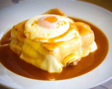 Francesinha Real c/ Batata e Ovo para 2 | Ribeira Porto