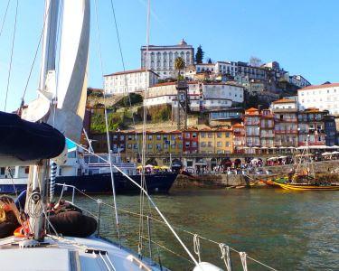 Experiência marcante no Douro | Veleiro a Dois | Tapas & Sangria a Bordo