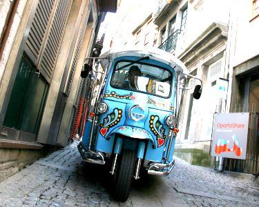 Tuk it Easy: Circuito em Tuk Tuk + Caves do Vinho do Porto