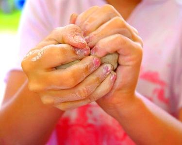 Mãos ao barro | Oficina para Crianças
