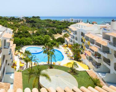 Férias em Família no Algarve - 3, 5 ou 7 Noites no H. Luna Miramar 4*