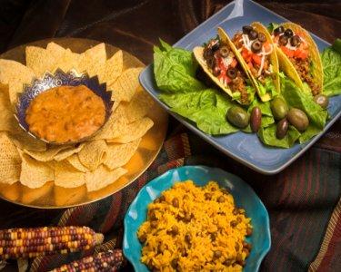 Tacos à Mexicana com Salada Rústica + Bebidas & Sobremesas para Dois