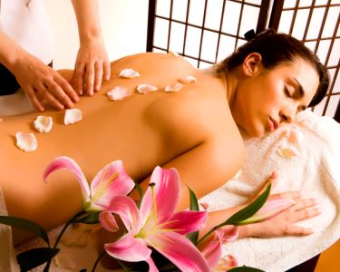 Massagem de Relaxamento Corpo Inteiro com Óleos Essenciais Ou Velas Aromáticas | 1 hora