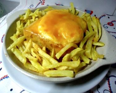 Francesinha + Batatas Fritas + Bebidas + Café | La Bodeguita del Mar