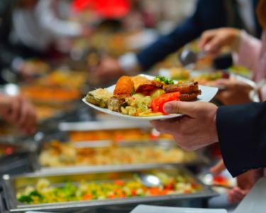 Buffet de Entradas + 4 Pratos + Bebidas & Sobremesas à Discrição | Música ao Vivo