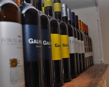 Tábua Mista de Queijos e Enchidos + Prova de Vinhos   Vinificando