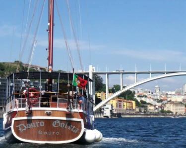 Passeio pelo Douro em Embarcação Típica + Vinho do Porto & Pastel de Nata