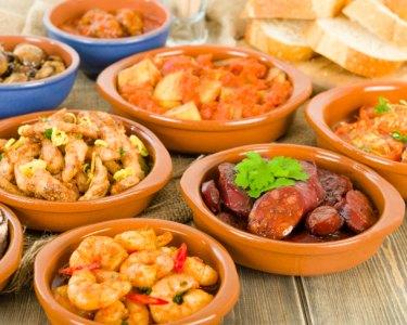 Petiscos, Salada & Sangria ou Garrafa de Vinho | Restaurante Calafate