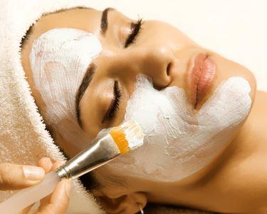 Limpeza de Pele Profunda com Extração & Tratamento de Rejuvenescimento Facial