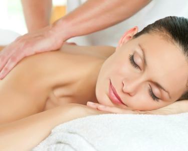 Massagem Relaxante ou Pedras Quentes ou Bambus | 45 minutos