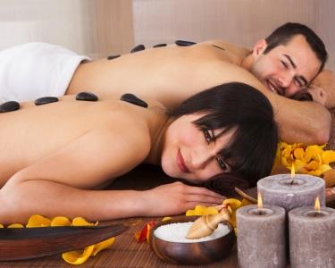 Massagem Relaxante c/ Pedras Quentes para Casal | 1 Hora
