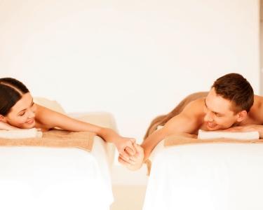 Massagem Óleos Essenciais & Fondue Chocolate e Frutas para 2 | 75 Min