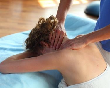 Consulta de Osteopatia + Massagem | Newoman Clinic