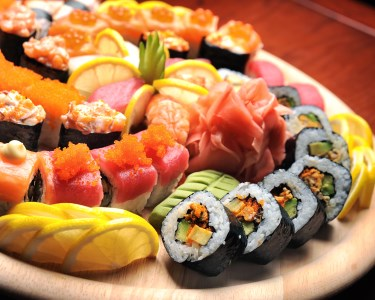 Jantar a Bordo a Dois | Sushi Ou Tábua de Tapas & Enchidos c/ Música