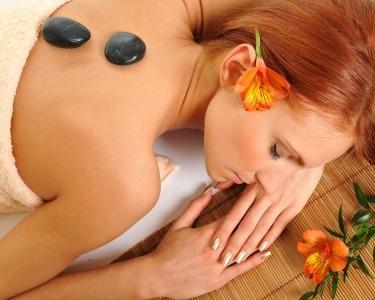 Massagem Pedras Quentes + Spa de Rosto + Chá | Bem-Estar Completo
