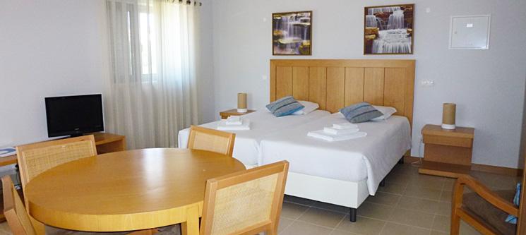 Vicentina Aparthotel 4*   1 ou 2 Noites no Algarve