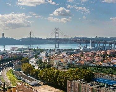 Lisboa Sedutora com Vista Rio | Noite em Apartamento T2