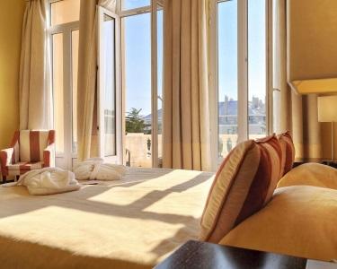 Noite VIP para 2 pessoas num Hotel 4* no Estoril. Charme e Romance, agora por 64,90€ (em vez de 110€)