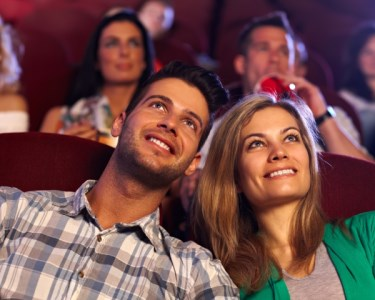 Programa Romântico | 2 Bilhetes de Cinema + Pipocas | Cinemas NOS