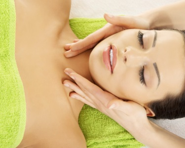 Mini-Facial c/ Peeling Gommage, Massagem & Hidratação | Boavista
