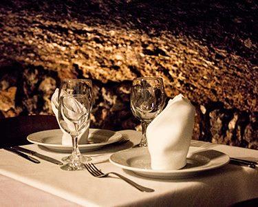 Gruta do Paraíso | Jantar Romântico com Fado em Alfama a Dois